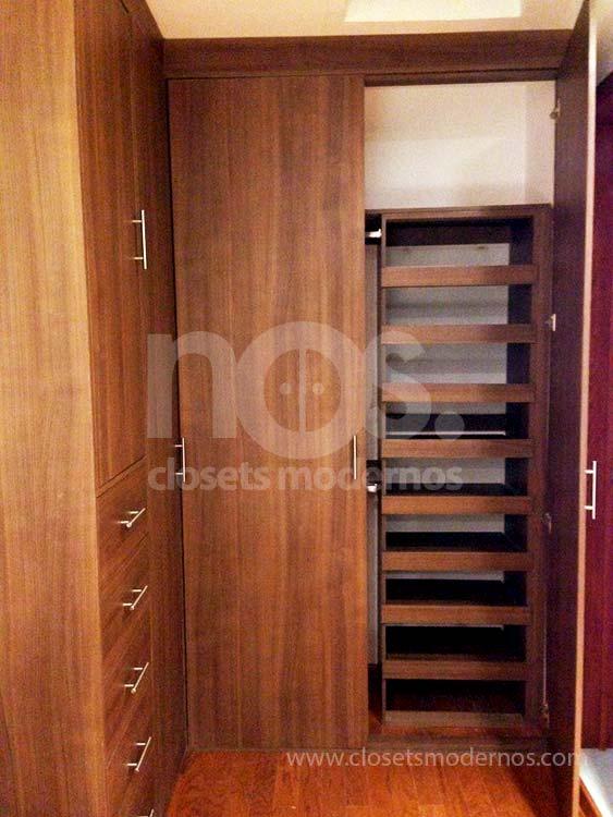 Closet en escuadra 2b nos closets modernos for Disenos de zapateras para closet