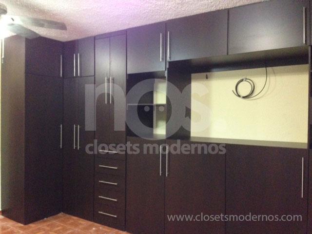 Closet en escuadra 8 nos closets modernos for Closets modernos con television