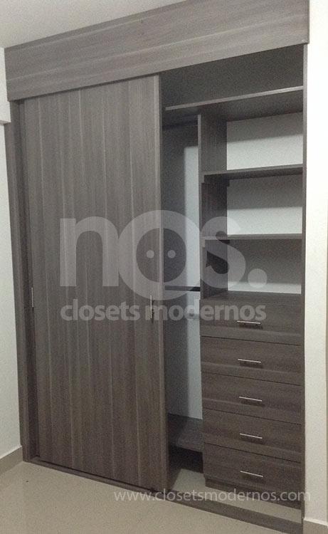 Closet corredizo 3 nos closets modernos for Closet de madera modernos pequenos