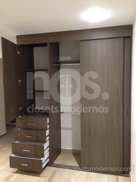 Closet corredizo 7 nos closets modernos for Closet de madera modernos pequenos