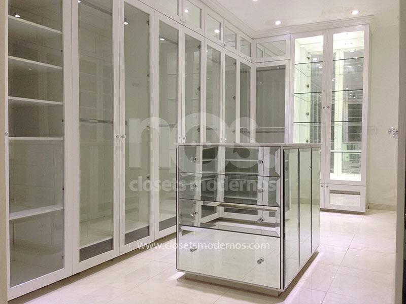 Vestidores lujosos modernos 29 nos closets modernos for Catalogo de closets modernos