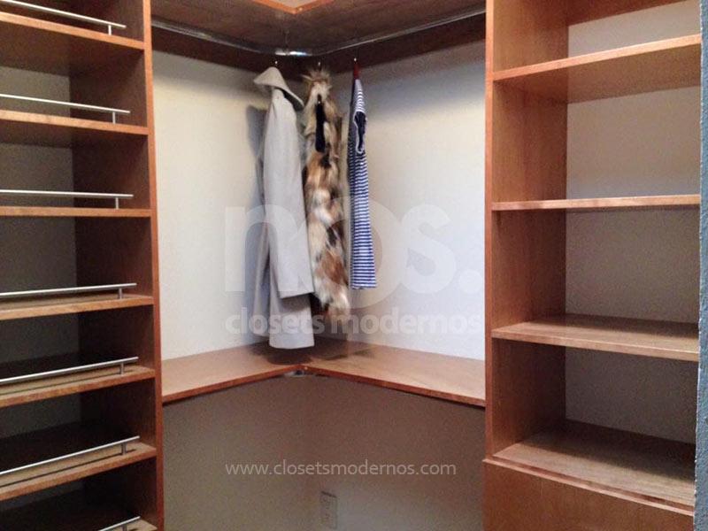 Vestidores modernos de madera gu a de dise o para tu for Closet de madera modernos pequenos